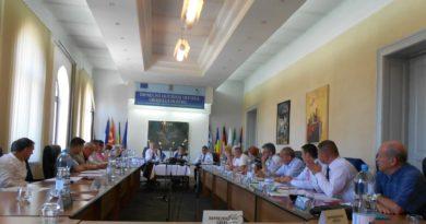 Lugoj Expres Consilierii lugojeni și-au împărțit locurile în comisiile de concurs pentru desemnarea directorilor unităților de învățământ din Lugoj unitățile de învățământ din Lugoj PNL PMP desemnarea directorilor școlilor din Lugoj desemnarea directorilor Consiliul Local Lugoj consilierii PSD comisiile de concurs ALDE
