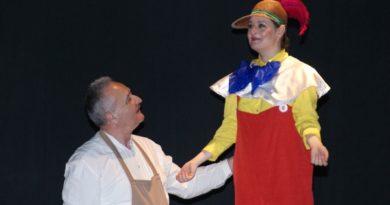 """Lugoj Expres Actorii lugojeni merg la Tulcea și Medgidia Tragos Teatrului Municipal """"Traian Grozăvescu"""" Lugoj Tanța și Costel Pinocchio"""