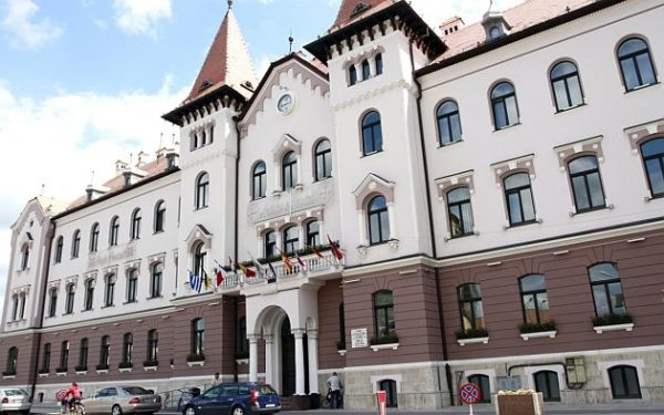 Lugoj Expres Consiliul Local Lugoj convocat într-o nouă ședință extraordinară transfer teren solicitare ședință proiect Lugoj hotărâre Consiliul Local Lugoj Consiliul Local