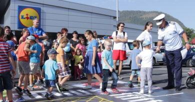 """Lugoj Expres Copiii din Lugoj au """"Verde la educație pentru circulație"""" Verde la educație pentru circulație polițiștii lugojeni Lidl Lugoj educație rutieră"""
