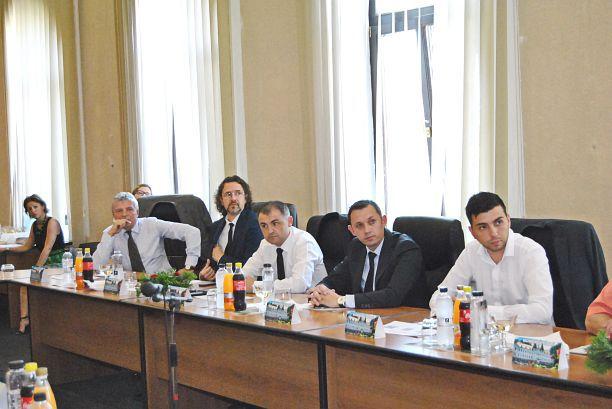 Lugoj Expres Consilierii PNL și independenții au părăsit sala în timpul ședinței Consiliului Local Lugoj Liberalii lugojeni au rupt frăția cu PSD Consiliul Local Lugoj Consilierii PNL și independenții au părăsit ședința