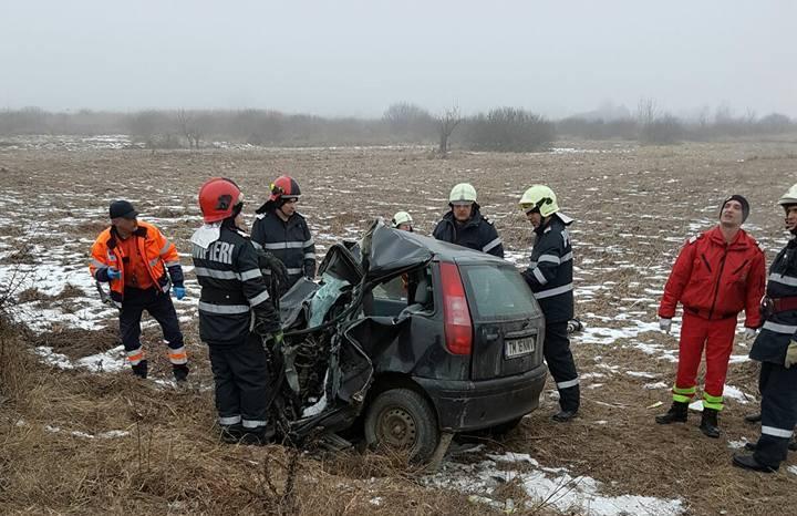 Lugoj Expres Tragedie pe DN 68A Lugoj-Deva. Un tânăr a intrat cu mașina într-un TIR un tânăr a intrat cu mașina într-un TIR tragedie pe șoseaua Lugoj-Deva Margina ISU Timiș Făget DN 68A accident mortal