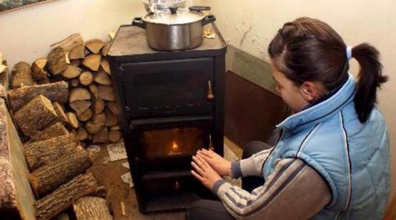 Lugoj Expres Ajutoare pentru încălzirea locuinței în timpul sezonului rece venituri reduse venit subvenții sezonul rece plafon Lugoj lemne încălzirea locuinței încălzire iarnă gaze naturale energie electrică DASC Lugoj beneficiari asistență socială