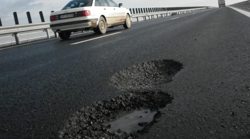 Lugoj Expres Pe DN 68A Lugoj-Deva se... astupă gropile! trafic restricții reparații drum Lugoj gropi DN 68A Direcţia Regională de Drumuri şi Poduri Timişoara Deva