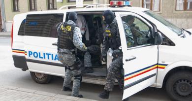 Lugoj Expres Descinderi la Lugoj. Polițiștii au percheziționat locuința unui tânăr de 17 ani acuzat de furt calificat polițiștii au percheziționat percheziții Lugoj furt calificat tânăr internat într-un centru educativ descinderi a furat din locuința mamei sale