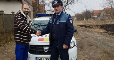 Lugoj Expres A găsit un portmoneu cu 2.200 de euro într-o parcare, pe DN 6 spirit civic poliție parcare euro DN 6 CRaiova Belinț a găsit un portmoneu