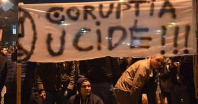 Lugoj Expres Proteste și la Lugoj împotriva deciziilor luate de Guvernul Grindeanu Proteste și la Lugoj împotriva deciziilor luate de Guvernul Grindeanu proteste la Lugoj modificarea Codului penal lugojenii protestează guvernul Grindeanu