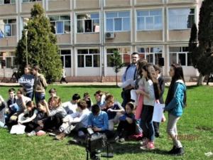 """Lugoj Expres Ziua Mondială a Poeziei a fost sărbătorită și la Lugoj Ziua Mondială a Poeziei Școala Gimnazială nr. 4 Lugoj Școala Gimnazială nr. 3 Lugoj Școala Gimnazială de Muzică """"Filaret Barbu"""" Lugoj moment poetic Lugoj elevi   Lugoj Expres Ziua Mondială a Poeziei a fost sărbătorită și la Lugoj Ziua Mondială a Poeziei Școala Gimnazială nr. 4 Lugoj Școala Gimnazială nr. 3 Lugoj Școala Gimnazială de Muzică """"Filaret Barbu"""" Lugoj moment poetic Lugoj elevi"""