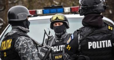 Lugoj Expres Șase persoane ridicate de polițiști, în urma a șapte percheziții în Timiș, Hunedoara și Caraș-Severin Timiș țigări percheziții Nădrag Hunedoara contrabandă Caraș-Severin audieri activitate infracțională
