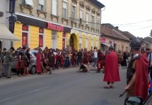 Lugoj Expres Sute de lugojeni au mers... pe Drumul Crucii spectacol stradal Săptămâna Mare patimile mântuitorului Lugoj drumul crucii Biserica Harul