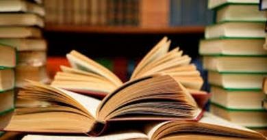 Lugoj Expres Ziua Mondială a Cărţii, a Dreptului de Autor şi a Bibliotecarilor, marcată la Lugoj ziua mondială a cărții scriitorii lugojeni minirecital întâlnire literară English Pub cu cărțile pe masă Biblioteca Municipală Lugoj