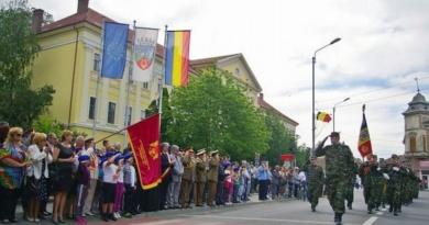 Lugoj Expres 9 Mai - Zi cu triplă semnificație istorică, marcată la Lugoj Ziua Victoriei Ziua Independenței Ziua Europei Lugoj Garnizoana Lugoj depuneri de coroane 9 mai