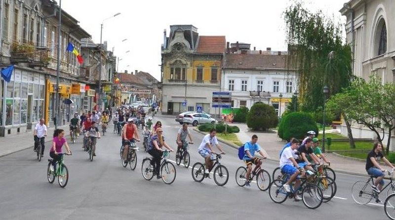 """Lugoj Expres """"Pedalez o tură"""" revine la Lugoj tură ciclistă tombolă plimbare pedalez o tură eveniment ciclist daruri bicicliști"""