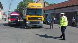 Lugoj Expres Biciclistă rănită grav după ce a fost acroșată de un TIR vătămare corporală rănită grav Lugoj infracțiune călcată de tir biciclistă accident   Lugoj Expres Biciclistă rănită grav după ce a fost acroșată de un TIR vătămare corporală rănită grav Lugoj infracțiune călcată de tir biciclistă accident