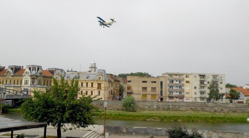 Lugoj Expres Dezinsecția aviochimică, reprogramată din cauza condițiilor meteo țânțari municipiul Lugoj dezinsecție aviochimică dezinsecție crescătorii de albine avion apicultori albine