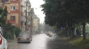 Lugoj Expres Lugojul, afectat de inundații. Mai multe străzi și gospodării au fost acoperite de ape subsoluri inundate sub ape străzi inundate ploaia torențială Lugoj inundații