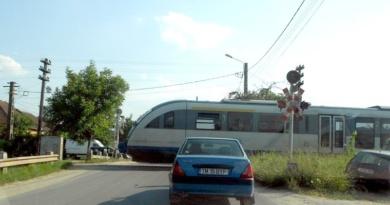 Lugoj Expres Circulație închisă! Lucrări la pasajul CF de la ieșirea din Lugoj spre Victor Vlad Delamarina Regionala CF Timișoara pasajul CF lucrări la pasaj circulație închisă