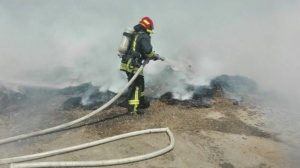 Lugoj Expres Depozit de furaje, cuprins de flăcări pompieri Păru ISU Timiș intervenție incendiu depozit furaje