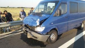 Lugoj Expres Accident pe autostrada A1. Un microbuz a lovit un autoturism trei răniți microbuz coliziune pe autostradă cetățeni bulgari autoturism autostrada A1 accident   Lugoj Expres Accident pe autostrada A1. Un microbuz a lovit un autoturism trei răniți microbuz coliziune pe autostradă cetățeni bulgari autoturism autostrada A1 accident