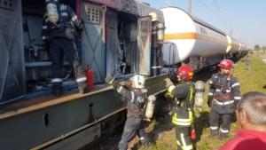 Lugoj Expres Pericol pe calea ferată! O locomotivă care tracta șase cisterne cu butan gaz a luat foc în mers (FOTO) tren pericol locomotivă în flăcări incendiu explozie calea ferată   Lugoj Expres Pericol pe calea ferată! O locomotivă care tracta șase cisterne cu butan gaz a luat foc în mers (FOTO) tren pericol locomotivă în flăcări incendiu explozie calea ferată   Lugoj Expres Pericol pe calea ferată! O locomotivă care tracta șase cisterne cu butan gaz a luat foc în mers (FOTO) tren pericol locomotivă în flăcări incendiu explozie calea ferată   Lugoj Expres Pericol pe calea ferată! O locomotivă care tracta șase cisterne cu butan gaz a luat foc în mers (FOTO) tren pericol locomotivă în flăcări incendiu explozie calea ferată