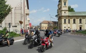 Lugoj Expres Motocicliștii au defilat pe străzile Lugojului. În fruntea coloanei - primarul Francisc Boldea, pe ATV (FOTO) Rock pe 2 Roți Road Patrol MC Lugoj parada motocicliștilor motocicliști festival demonstrații moto acrobații pe motocicletă   Lugoj Expres Motocicliștii au defilat pe străzile Lugojului. În fruntea coloanei - primarul Francisc Boldea, pe ATV (FOTO) Rock pe 2 Roți Road Patrol MC Lugoj parada motocicliștilor motocicliști festival demonstrații moto acrobații pe motocicletă   Lugoj Expres Motocicliștii au defilat pe străzile Lugojului. În fruntea coloanei - primarul Francisc Boldea, pe ATV (FOTO) Rock pe 2 Roți Road Patrol MC Lugoj parada motocicliștilor motocicliști festival demonstrații moto acrobații pe motocicletă   Lugoj Expres Motocicliștii au defilat pe străzile Lugojului. În fruntea coloanei - primarul Francisc Boldea, pe ATV (FOTO) Rock pe 2 Roți Road Patrol MC Lugoj parada motocicliștilor motocicliști festival demonstrații moto acrobații pe motocicletă   Lugoj Expres Motocicliștii au defilat pe străzile Lugojului. În fruntea coloanei - primarul Francisc Boldea, pe ATV (FOTO) Rock pe 2 Roți Road Patrol MC Lugoj parada motocicliștilor motocicliști festival demonstrații moto acrobații pe motocicletă   Lugoj Expres Motocicliștii au defilat pe străzile Lugojului. În fruntea coloanei - primarul Francisc Boldea, pe ATV (FOTO) Rock pe 2 Roți Road Patrol MC Lugoj parada motocicliștilor motocicliști festival demonstrații moto acrobații pe motocicletă   Lugoj Expres Motocicliștii au defilat pe străzile Lugojului. În fruntea coloanei - primarul Francisc Boldea, pe ATV (FOTO) Rock pe 2 Roți Road Patrol MC Lugoj parada motocicliștilor motocicliști festival demonstrații moto acrobații pe motocicletă   Lugoj Expres Motocicliștii au defilat pe străzile Lugojului. În fruntea coloanei - primarul Francisc Boldea, pe ATV (FOTO) Rock pe 2 Roți Road Patrol MC Lugoj parada motocicliștilor motocicliști festival demonstrații moto acrobații pe motocicletă   Lugoj Ex