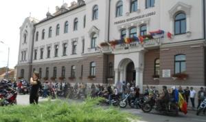 Lugoj Expres Motocicliștii au defilat pe străzile Lugojului. În fruntea coloanei - primarul Francisc Boldea, pe ATV (FOTO) Rock pe 2 Roți Road Patrol MC Lugoj parada motocicliștilor motocicliști festival demonstrații moto acrobații pe motocicletă