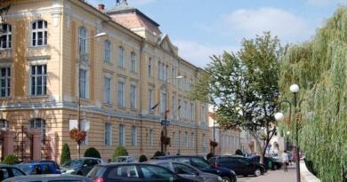"""Lugoj Expres Proiect de 70.000 de euro: """"Brediceanu – Paşi spre excelenţă"""" sprijin proiect ROSE proiect finanțare pași spre excelență MEN facultate Colegiul Naţional """"Coriolan Brediceanu"""" Lugoj Bacalaureat acces"""