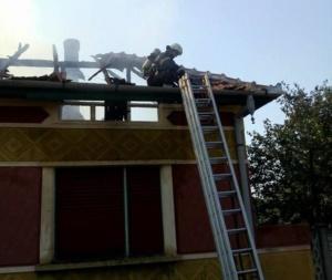 Lugoj Expres Incendiu devastator, la Jabăr! O casă a fost mistuită de flăcări (FOTO) scurt circuit pompierii Lugoj Jabăr ISU Timiș incendiu devastator incendiu casă mistuită de flăcări casă Boldur autovehicul   Lugoj Expres Incendiu devastator, la Jabăr! O casă a fost mistuită de flăcări (FOTO) scurt circuit pompierii Lugoj Jabăr ISU Timiș incendiu devastator incendiu casă mistuită de flăcări casă Boldur autovehicul   Lugoj Expres Incendiu devastator, la Jabăr! O casă a fost mistuită de flăcări (FOTO) scurt circuit pompierii Lugoj Jabăr ISU Timiș incendiu devastator incendiu casă mistuită de flăcări casă Boldur autovehicul