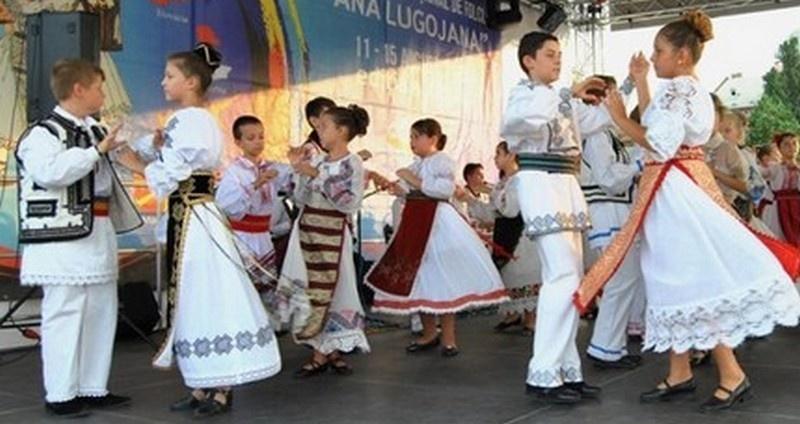 """Lugoj Expres Spectacol folcloric: """"Cânt şi joc pentru mama mea"""" spectacol folcloric Lugojana dansuri populare Cânt și joc pentru mama mea Ansamblul Folcloric Lugojana"""