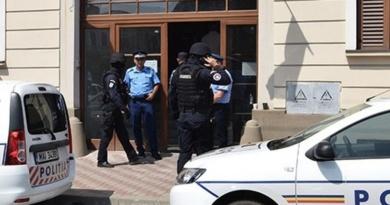 Lugoj Expres Scandalurile țigănești de la Lugoj: Doi tineri de etnie romă au fost reținuți de polițiștii lugojeni scandaluri țigănești scandal romii din Lugoj rețineri răfuieli polițiștii lugojeni distrugere anchetă