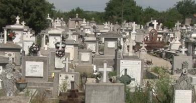 Lugoj Expres Reguli stricte pentru înmormântări: mortul trebuie dus la groapă în decurs de 36 de ore! reguli pompe funebre mort înmormântare decedat cimitir amenzi