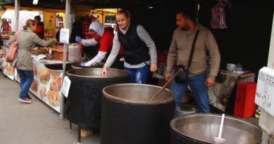 Lugoj Expres Festivalul Papricașului și Vinului de la Buziaș, ediția a XI-a stațiune spectacole program artistic papricaș folclor Festivalul papricașului festival degustare concurs Buziaș