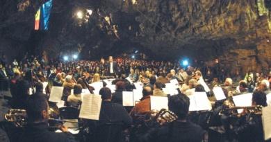 Lugoj Expres Concertul din Peștera Românești, la cea de-a 33-a ediție speologie speoconcert spectacol Peștera Românești peșteră meloman concert simfonic concert