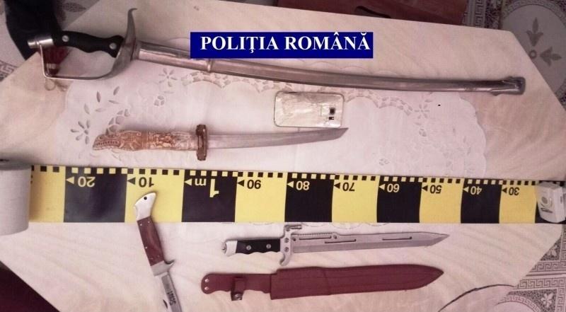 Lugoj Expres Percheziții la clanurile de romi din Lugoj. Cinci persoane au fost duse la audieri romii din Lugoj romi percheziții mascați infracțiuni arme