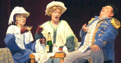 """Lugoj Expres Actorii lugojeni merg la festival. La Caracal... Teatrul Municipal """"Traian Grozăvescu"""" Lugoj teatru festival comedie Caracal actori"""