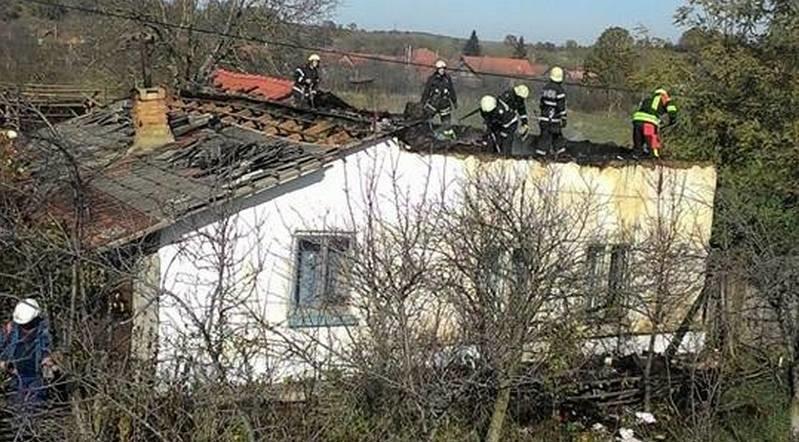 Lugoj Expres Un incendiu puternic a distrus o casă, la Bodo (FOTO) pompieri pericol ISU Timiș incendiu explozie casa în flăcări