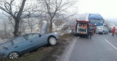 Lugoj Expres Tragedie pe DN 68A Lugoj-Deva. Un mort și patru răniți grav, între care trei copii (FOTO) tragedie trafic rutier blocat trafic deviat șofer decedat patru răniți Neamț ISU Hunedoara DN 68A Coșevița copii răniți accident violent