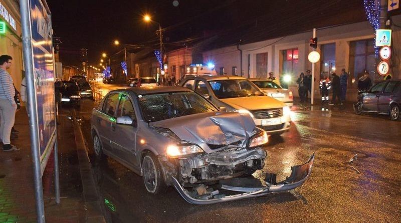 Lugoj Expres Femeie rănită într-o intersecție din Lugoj (FOTO) intersecție Impact violent femeie rănită coliziune cercetări accident