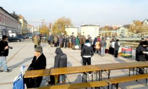 Lugoj Expres Eroii Revoluției din 1989, comemorați de Ziua municipiului Lugoj (FOTO) ziua municipiului Lugoj torțe revoluționari revoluție oraș liber fasole cu ciolan eroi dictatura comunistă comunism și revoluție comemorare   Lugoj Expres Eroii Revoluției din 1989, comemorați de Ziua municipiului Lugoj (FOTO) ziua municipiului Lugoj torțe revoluționari revoluție oraș liber fasole cu ciolan eroi dictatura comunistă comunism și revoluție comemorare   Lugoj Expres Eroii Revoluției din 1989, comemorați de Ziua municipiului Lugoj (FOTO) ziua municipiului Lugoj torțe revoluționari revoluție oraș liber fasole cu ciolan eroi dictatura comunistă comunism și revoluție comemorare