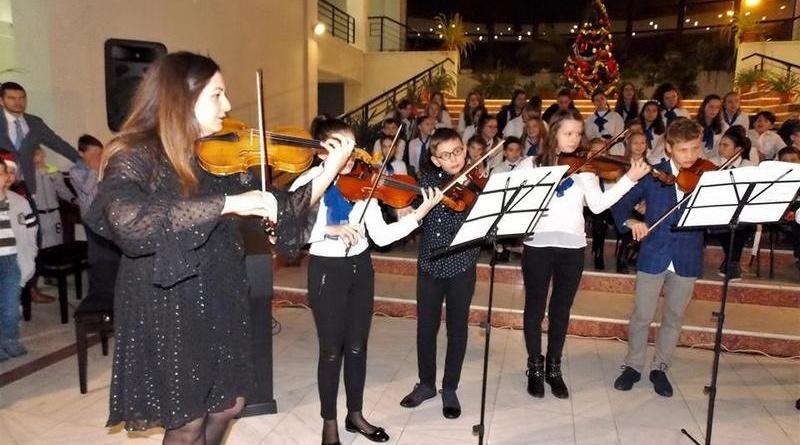 """Lugoj Expres Școala de Muzică """"Filaret Barbu"""" organizează un concert vocal-instrumental și un târg de Crăciun târg de Crăciun Școala Gimnazială de Muzică """"Filaret Barbu"""" Lugoj parada modei elevi concert"""