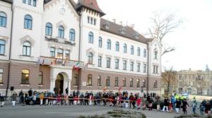 Lugoj Expres La 159 de ani de la Mica Unire, lugojenii și-au dat mână cu mână în Piața Victoriei (FOTO) Unirea Principatelor Române Piața Victoriei Mica Unire hora unirii horă eveniment