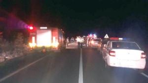 Lugoj Expres Tragedie pe DJ 592 Lugoj-Buziaș! O fetiță de 6 ani a murit, iar alte trei persoane au fost rănite grav (FOTO) trei persoane rănite tragedie o fetiță de 6 ani a murit ISU Timiș DJ 592 Lugoj – Buziaș circulație bșllocată accident cumplit