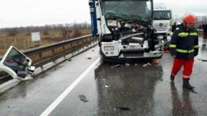 Lugoj Expres Accident cu trei TIR-uri, pe șoseaua de centură a Lugojului victimă șofer încarcerat centura Lugojului autotrenuri accident cu trei tir-uri accident