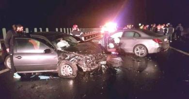 Lugoj Expres Trei mașini, implicate într-un accident violent pe autostrada A1 (FOTO) șoferiță răniți ISU Timiș autostrada A1 accident violent accident