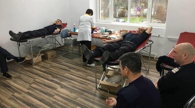 Lugoj Expres Pompierii lugojeni salvează vieți și... donând sânge pompieri ISU Timiș inițiativă umanitară donare de sânge Detașamentul de Pompieri Lugoj campanie