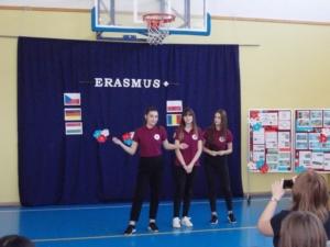 """Lugoj Expres Elevi de la Colegiul """"C. Brediceanu"""", implicați într-un proiect Erasmus+, în Polonia School 21 proiect Erasmus+ Digitally and Socially Yours Colegiul Naţional """"Coriolan Brediceanu"""" Lugoj"""