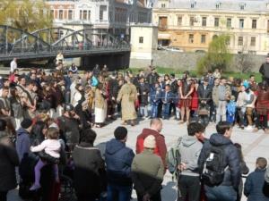 Lugoj Expres Una dintre cele mai cutremurătoare scene biblice, refăcută în Săptămâna Mare, la Lugoj (FOTO) spectacol scenă biblică Săptămâna Mare răstignire patimile mântuitorului Golgota drumul crucii dramatizare crucificat   Lugoj Expres Una dintre cele mai cutremurătoare scene biblice, refăcută în Săptămâna Mare, la Lugoj (FOTO) spectacol scenă biblică Săptămâna Mare răstignire patimile mântuitorului Golgota drumul crucii dramatizare crucificat