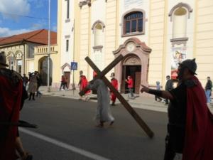 Lugoj Expres Una dintre cele mai cutremurătoare scene biblice, refăcută în Săptămâna Mare, la Lugoj (FOTO) spectacol scenă biblică Săptămâna Mare răstignire patimile mântuitorului Golgota drumul crucii dramatizare crucificat   Lugoj Expres Una dintre cele mai cutremurătoare scene biblice, refăcută în Săptămâna Mare, la Lugoj (FOTO) spectacol scenă biblică Săptămâna Mare răstignire patimile mântuitorului Golgota drumul crucii dramatizare crucificat   Lugoj Expres Una dintre cele mai cutremurătoare scene biblice, refăcută în Săptămâna Mare, la Lugoj (FOTO) spectacol scenă biblică Săptămâna Mare răstignire patimile mântuitorului Golgota drumul crucii dramatizare crucificat   Lugoj Expres Una dintre cele mai cutremurătoare scene biblice, refăcută în Săptămâna Mare, la Lugoj (FOTO) spectacol scenă biblică Săptămâna Mare răstignire patimile mântuitorului Golgota drumul crucii dramatizare crucificat   Lugoj Expres Una dintre cele mai cutremurătoare scene biblice, refăcută în Săptămâna Mare, la Lugoj (FOTO) spectacol scenă biblică Săptămâna Mare răstignire patimile mântuitorului Golgota drumul crucii dramatizare crucificat   Lugoj Expres Una dintre cele mai cutremurătoare scene biblice, refăcută în Săptămâna Mare, la Lugoj (FOTO) spectacol scenă biblică Săptămâna Mare răstignire patimile mântuitorului Golgota drumul crucii dramatizare crucificat
