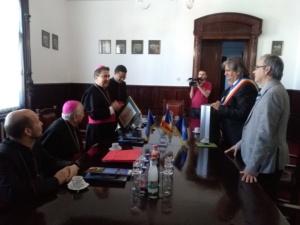 Lugoj Expres Vizită apostolică. E.S. Miguel Maury Buendia i-a oferit primarului Lugojului un rozariu binecuvântat de Papa Francisc vizită prima catedrală greco-catolică retrocedată Papa Francisc nunțiu apostolic Eparhia Greco-Catolică de Lugoj catedrală episcopală   Lugoj Expres Vizită apostolică. E.S. Miguel Maury Buendia i-a oferit primarului Lugojului un rozariu binecuvântat de Papa Francisc vizită prima catedrală greco-catolică retrocedată Papa Francisc nunțiu apostolic Eparhia Greco-Catolică de Lugoj catedrală episcopală   Lugoj Expres Vizită apostolică. E.S. Miguel Maury Buendia i-a oferit primarului Lugojului un rozariu binecuvântat de Papa Francisc vizită prima catedrală greco-catolică retrocedată Papa Francisc nunțiu apostolic Eparhia Greco-Catolică de Lugoj catedrală episcopală   Lugoj Expres Vizită apostolică. E.S. Miguel Maury Buendia i-a oferit primarului Lugojului un rozariu binecuvântat de Papa Francisc vizită prima catedrală greco-catolică retrocedată Papa Francisc nunțiu apostolic Eparhia Greco-Catolică de Lugoj catedrală episcopală   Lugoj Expres Vizită apostolică. E.S. Miguel Maury Buendia i-a oferit primarului Lugojului un rozariu binecuvântat de Papa Francisc vizită prima catedrală greco-catolică retrocedată Papa Francisc nunțiu apostolic Eparhia Greco-Catolică de Lugoj catedrală episcopală   Lugoj Expres Vizită apostolică. E.S. Miguel Maury Buendia i-a oferit primarului Lugojului un rozariu binecuvântat de Papa Francisc vizită prima catedrală greco-catolică retrocedată Papa Francisc nunțiu apostolic Eparhia Greco-Catolică de Lugoj catedrală episcopală   Lugoj Expres Vizită apostolică. E.S. Miguel Maury Buendia i-a oferit primarului Lugojului un rozariu binecuvântat de Papa Francisc vizită prima catedrală greco-catolică retrocedată Papa Francisc nunțiu apostolic Eparhia Greco-Catolică de Lugoj catedrală episcopală