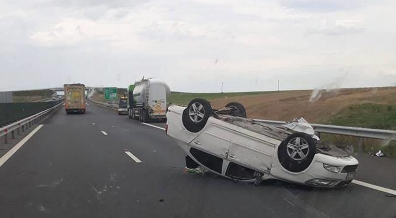 Lugoj Expres Accident pe autostrada A1. O persoană a fost rănită persoană rănită mașină răsturnată coliziune cisternă autoturism autotren autostrada A1 accident